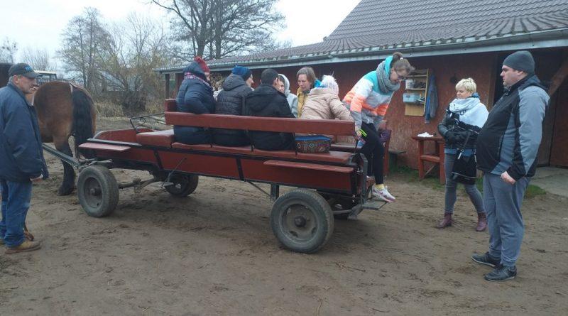 Uczestnicy ŚDS na wycieczce w Dzbeninie