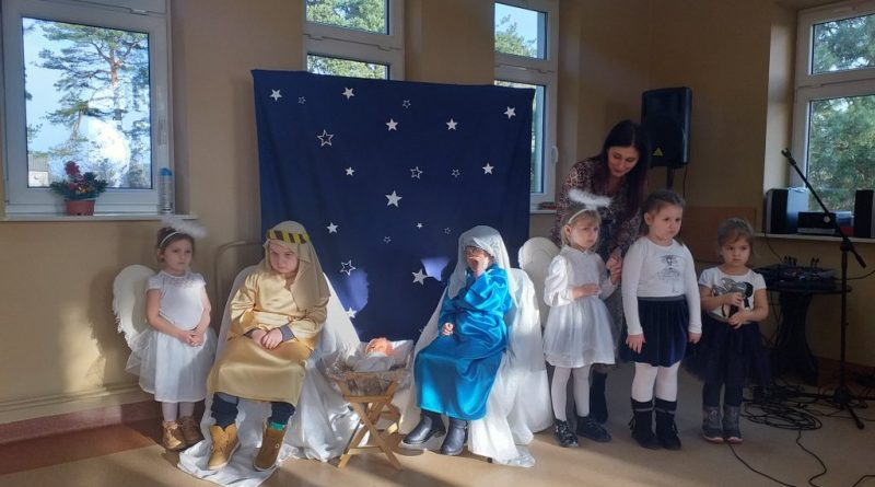 Dzieci z przedszkola zaprezentowały jasełka bożonarodzeniowe
