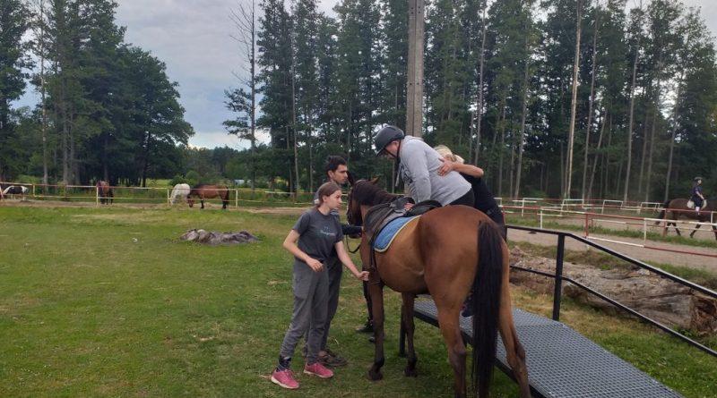 Hipoterapia w Stadninie Koni Mustang w Dzbeninie
